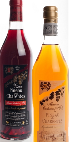 une bouteille de pineau blanc et une bouteille de vieux pineau rosé